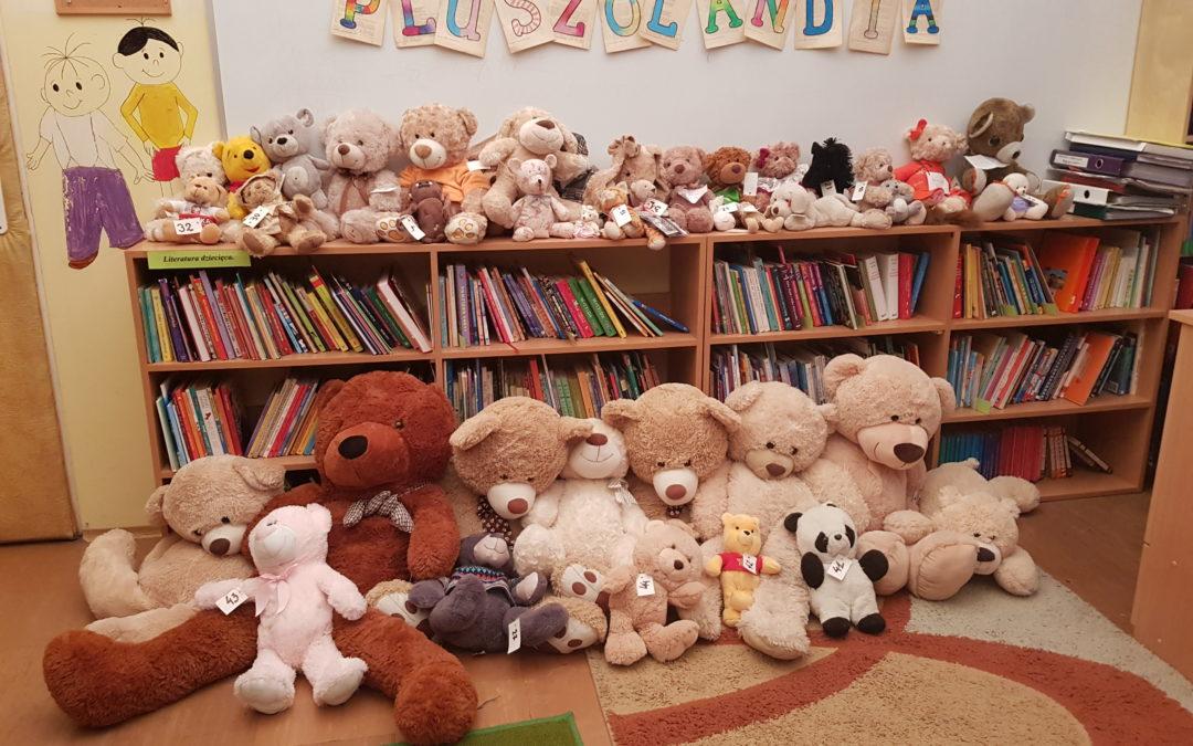 Światowy Dzień Pluszowego Misia wbibliotece szkolnej