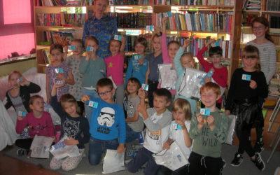 Pasowanie pierwszoklasistów naczytelnika biblioteki szkolnej